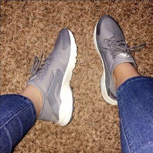 Shoes - Like new Grey Nike Huarauche